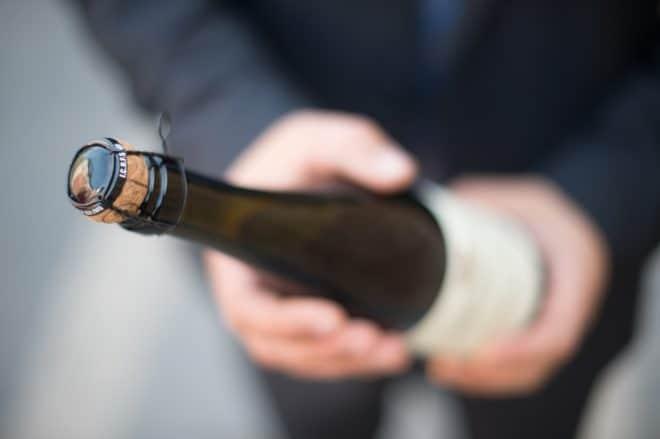 Une bouteille de champagne. Image d'illustration.