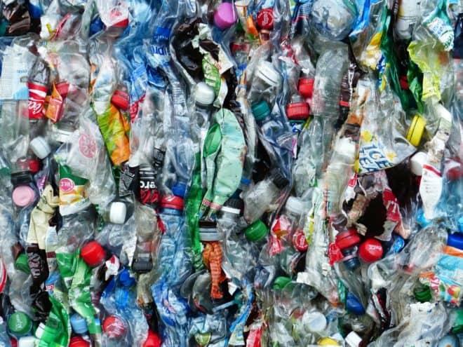Illustration. Des déchets plastiques.