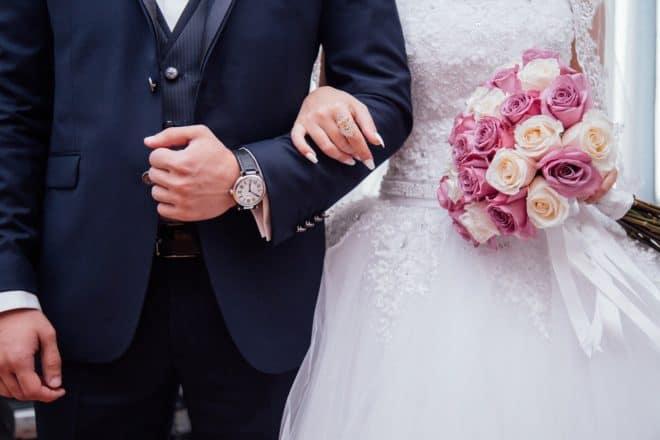 Photo d'illustration. Deux jeunes mariés.