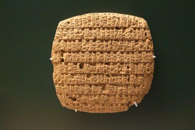 Une tablette ancienne. Image d'illustration.